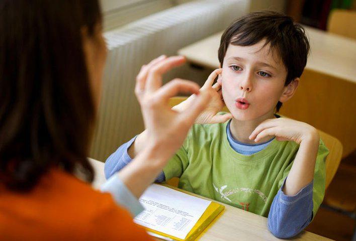 علاج تلعثم الطفل في الكلام