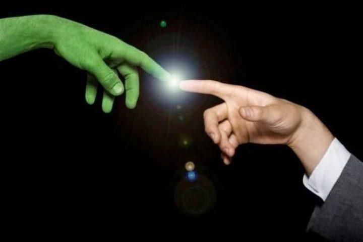 كيف من الممكن أن يكون اللقاء بين الكائنات الفضائية والبشر!