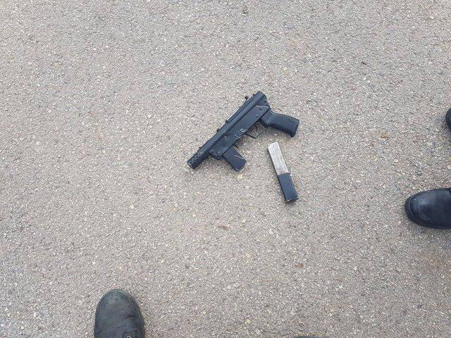 اعتقال شاب بدعوى العثور على سلاح في حقيبته