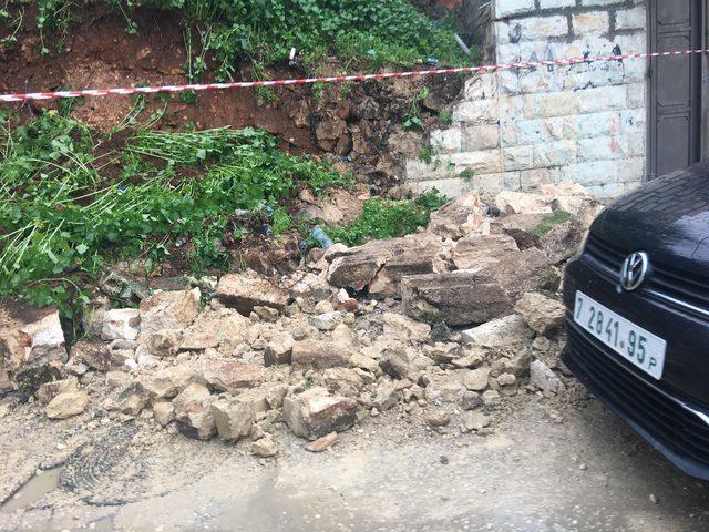 """نابلس: انهيار جدار استنادي بفعل الأمطار """"صور"""""""
