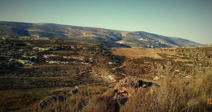 تحويل أراضٍ زراعية الى وحدات استيطانية وشق طريق