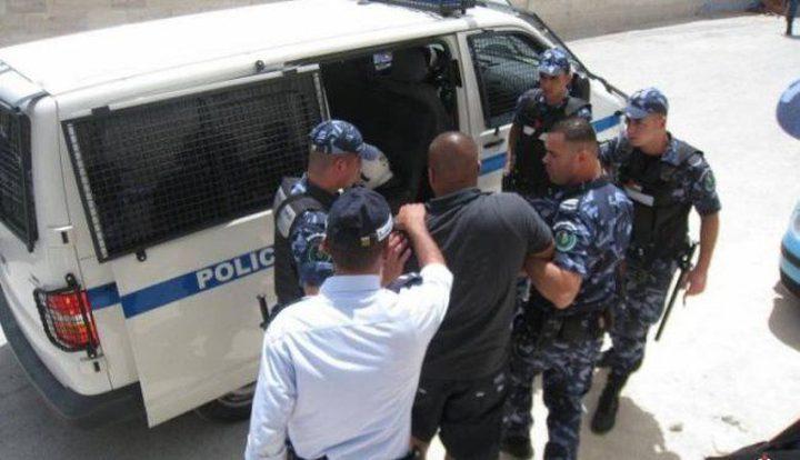 القبض على 3 أشخاص يشتبه بهم السرقة و التخريب والحرق لمدرسة