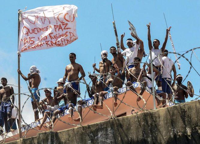 سجناء يحتجزون حراساً رهائن خلال عصيان في البرازيل