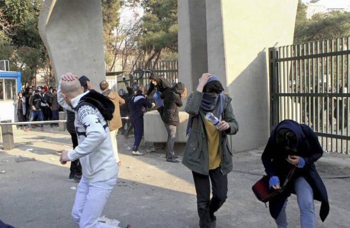 مقتل 3 من عناصر الشرطة الإيرانية في اشتباكات مع متظاهرين في طهران