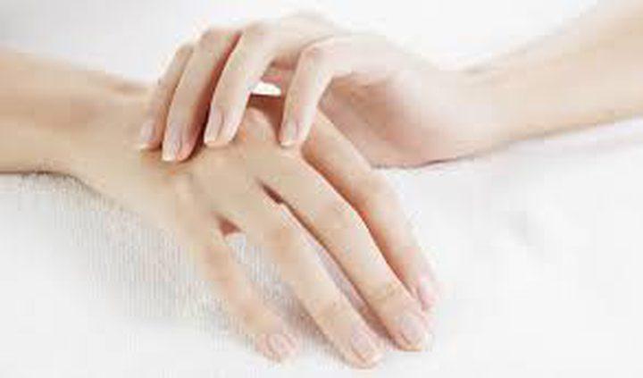 10 خلطات سريعة التحضير لتفتيح بشرة اليدين
