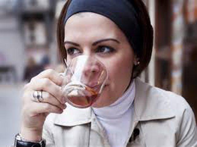 لماذا يجب شرب الماء قبل شرب القهوة والشاي؟