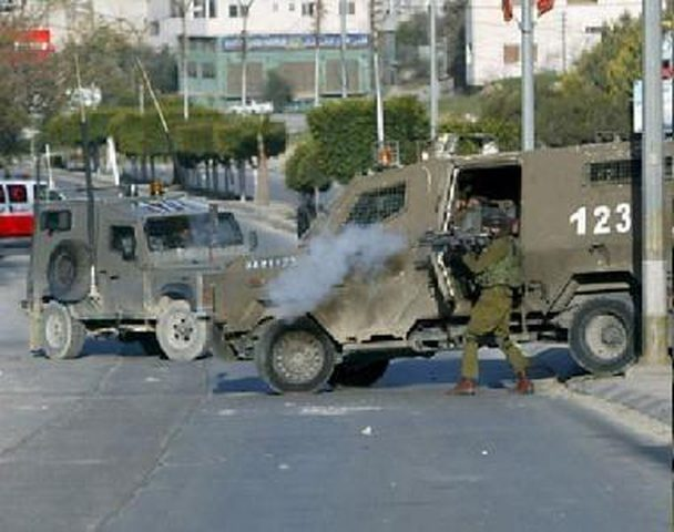 """الاحتلال يحتجز طاقم """"وفا"""" وتلفزيون فلسطين قرب معبر بيسان في الأغوار"""