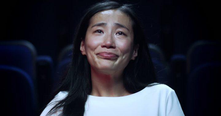 العلم يفسر شخصيات من يبكي أثناء مشاهدة الافلام!
