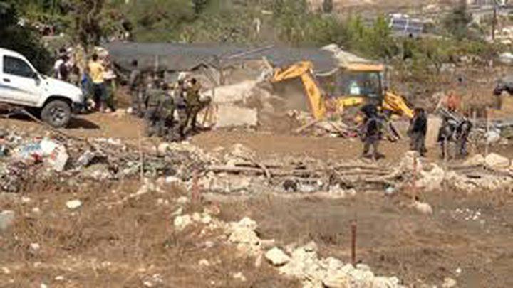 الاحتلال يخطر بهدم بئرين في خربة بيروق