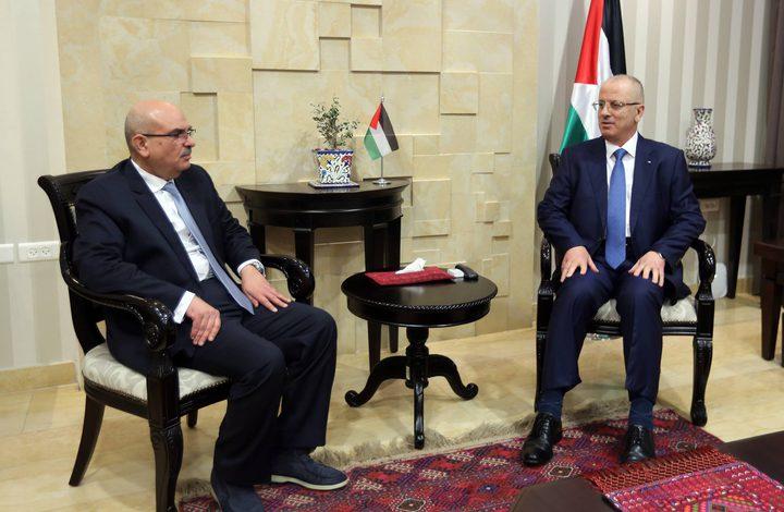 رئيس الوزراء يبحث مع السفير العمادي تكريس الدعم المقدم لقطاع غزة