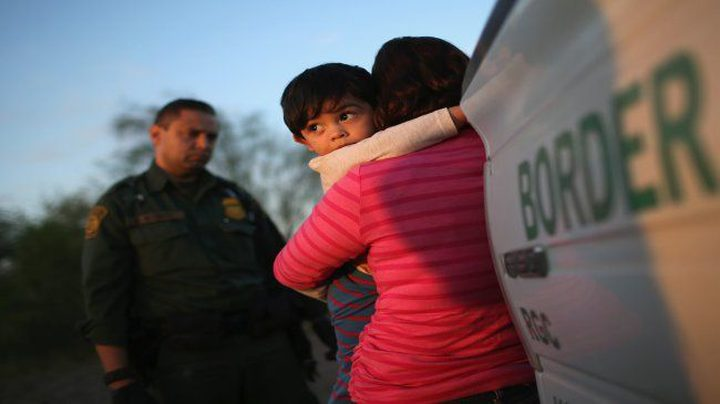 منظمة حقوقية تقاضي إدارة ترامب لاحتجازها مهاجرين اطفال