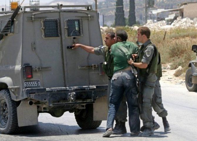 الاحتلال يعتقل مواطنا ويعتدي على آخر في بيت لحم