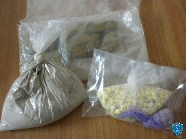 الشرطة تضبط أكثر من نصف كغم مواد يشتبه أنها مخدرة