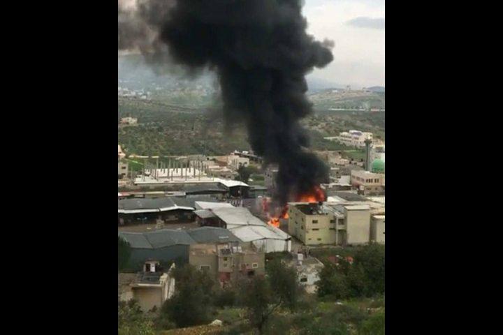 اندلاع حريق بالسوق المركزي في بلدة بيتا (فيديو،صور)