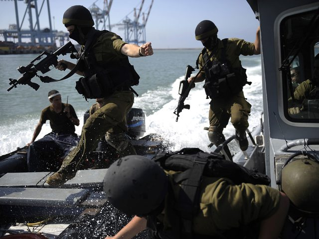 بحرية الاحتلال تعتقل صيادين اثنين قبالة بحر مدينة غزة (محدث)