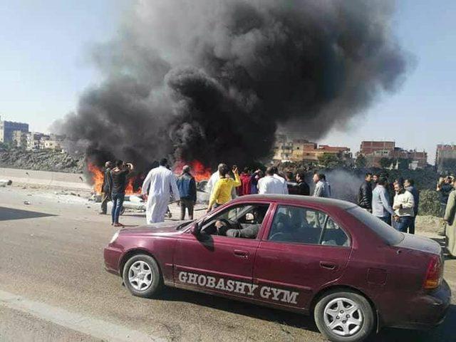 تفحم 12 عاملا في احتراق حافلة على طريق الإسكندرية
