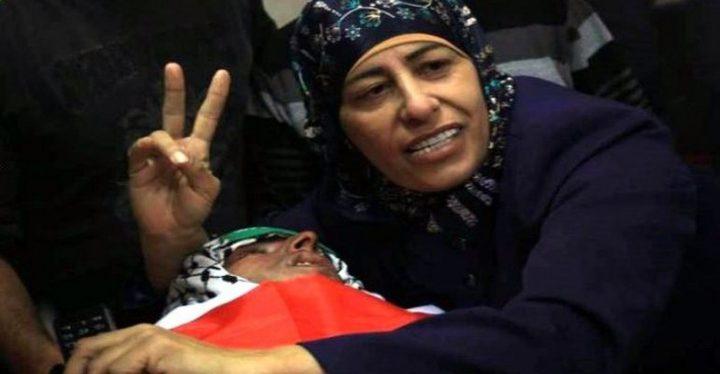 الاحتلال يفرج عن الأسيرة شماسنة وابنتها