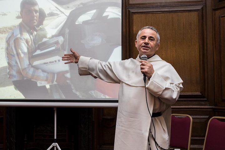 راهب عراقي ينقذ مخطوطات قديمة من داعش
