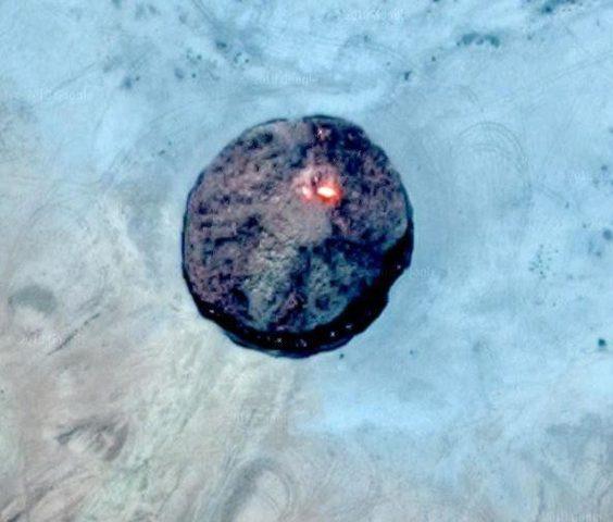"""رصد """"باب جهنم"""" وسط الصحراء على خرائط غوغل"""
