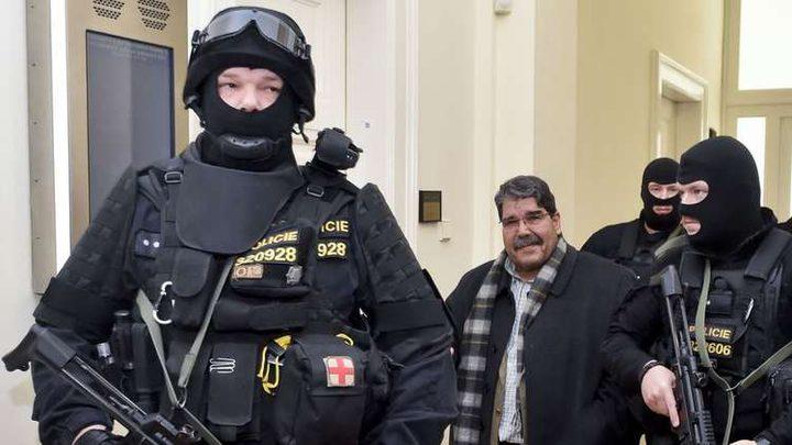 الزعيم الكردي صالح مسلم يغادر التشيك