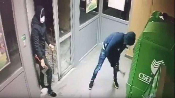 """فشل لصوص """"المطرقة"""" بسرقة صراف آلي"""