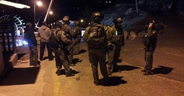 قوات الاحتلال تعتقل طفلين على مدخل أريحا