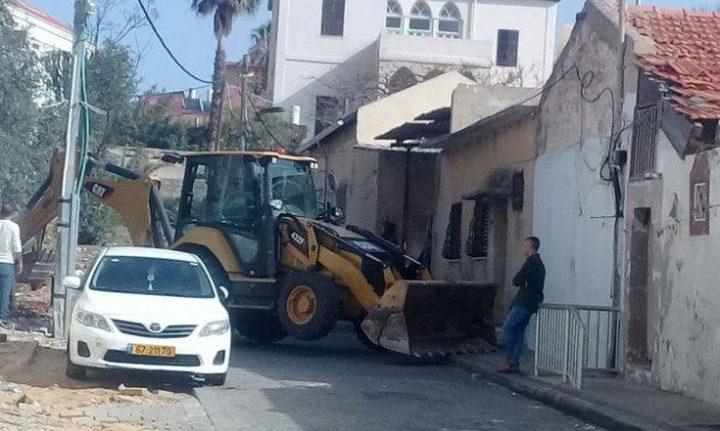 قوات الاحتلال تشرع بهدم منزل في يافا
