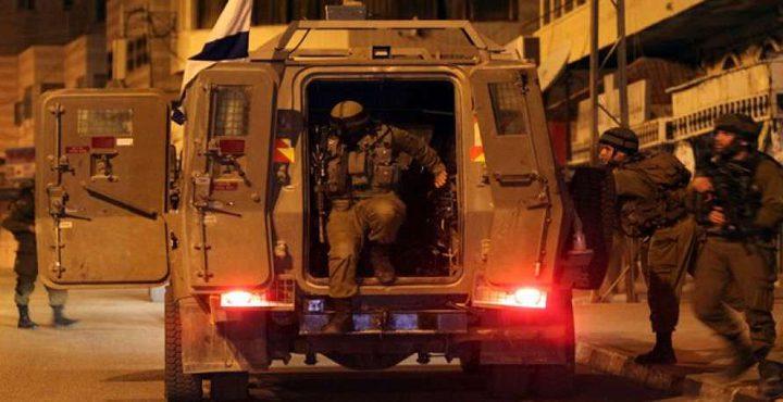 حملة اعتقالات طالت 11 مواطناً في الضفة