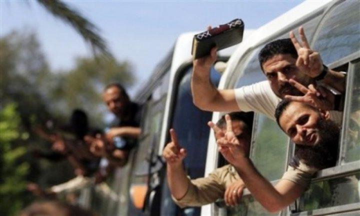 الاحتلال يفرج عن أسيرين من نابلس (فيديو)