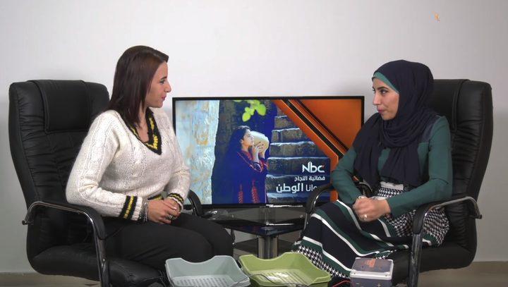 بالفيديو.. اختراع شابة فلسطينية جهاز خاص لتعرق اليدين