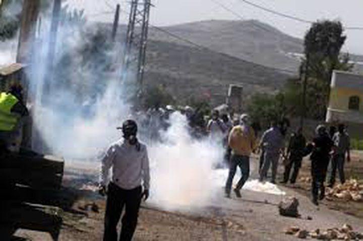 كفر قدوم: اصابات بالاختناق جراء قمع الاحتلال للمسيرة الاسبوعية