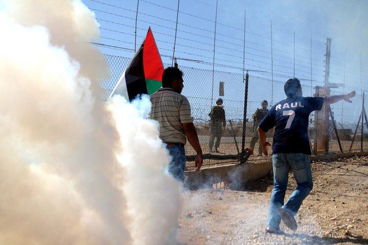 إصابة العشرات بالإختناق خلال مسيرة نعلين