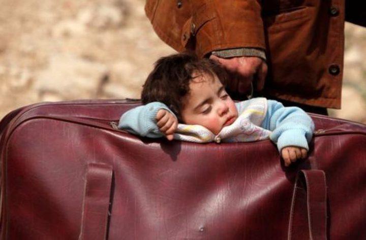 """""""طفلة الحقيبة"""" تشعل مواقع التواصل.. العالم يندد بمجازر الغوطة"""