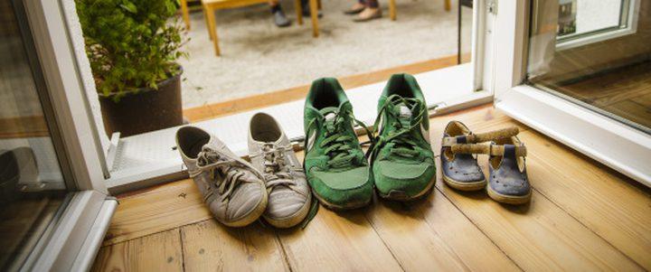 تقليد خلع الحذاء قبل الدخول للمنزل
