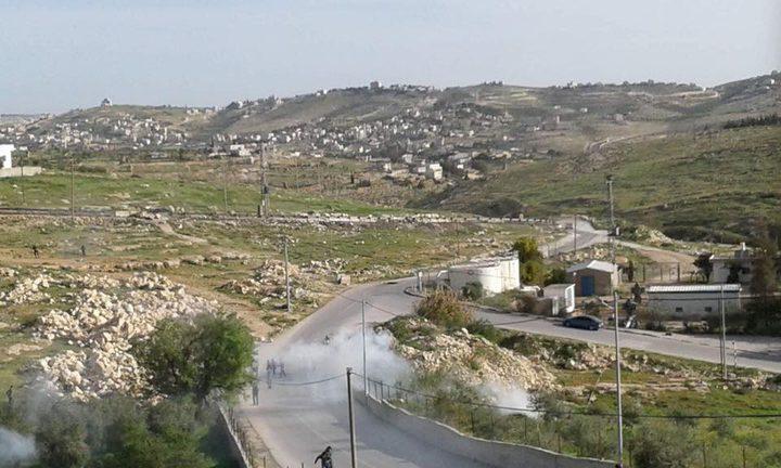 الاحتلال يهاجم مدرسة تقوع الثانوية بقنابل الغاز