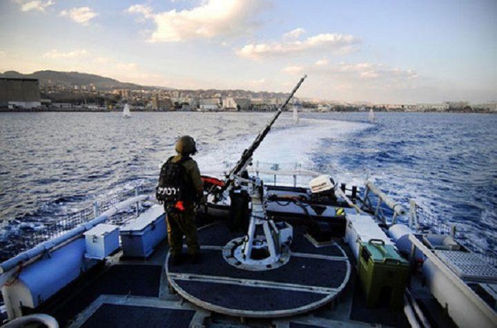 زوارق الاحتلال تفتح نيران أسلحتها تجاه مراكب الصيادين غرب غزة