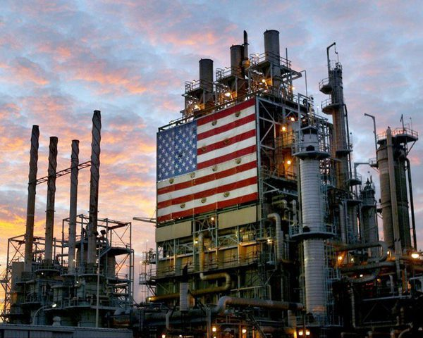 استهلاك أمريكا من النفط يسجل أعلى مستوى في 11 عاماً
