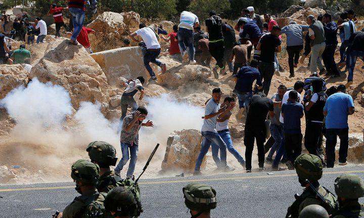 إصابات بالاختناق ... الاحتلال يعتدي على الطلبة في اللبن الشرقية