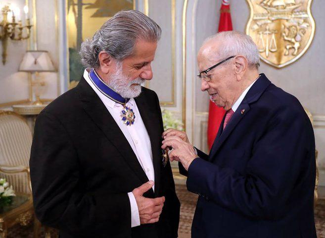 مارسيل خليفة يتقلد الوسام الوطني للاستحقاق