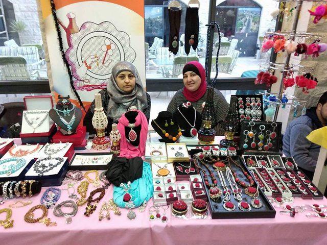 """ماس لسيدات الأعمال تنظم معرض """"غرزة حب"""" للمشغولات اليدوية"""