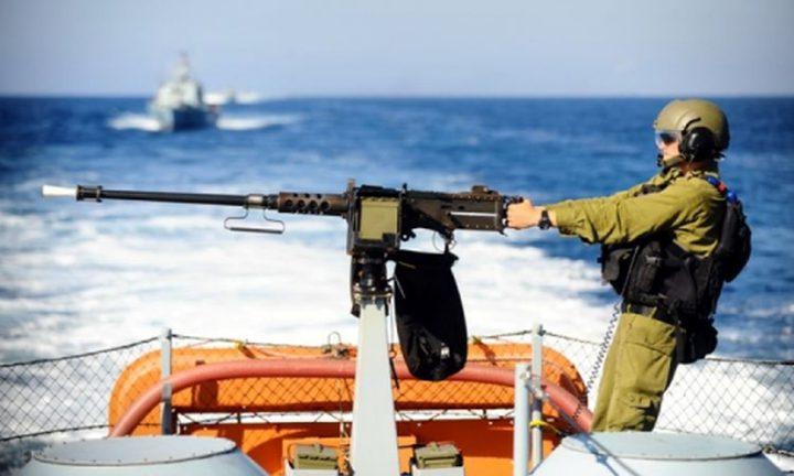 زوارق الاحتلال تهاجم الصيادين