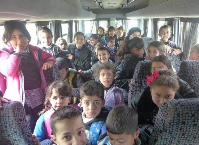 ضبط حافلة نقل طلاب بحمولة زائدة بلغت 35 راكب