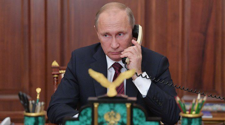 الرئيس الروسي فلاديمير بوتين والهاتف الذكي