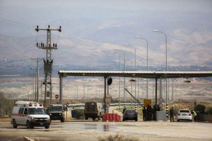 الاحتلال يمنع 8 مواطنين من السفر عبر الكرامة