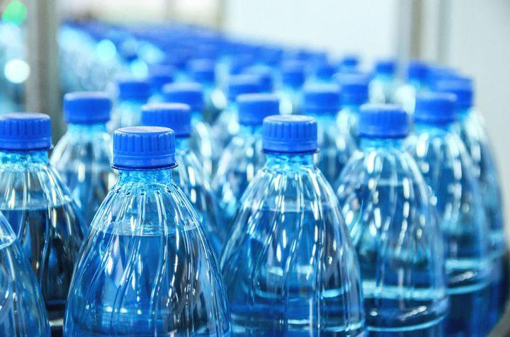 لماذا يجب عدم شرب المياه من الزجاجات البلاستيكية؟
