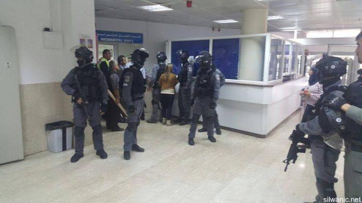قوات الاحتلال تقتحم مستشفى المقاصد بالقدس لاعتقال شاب