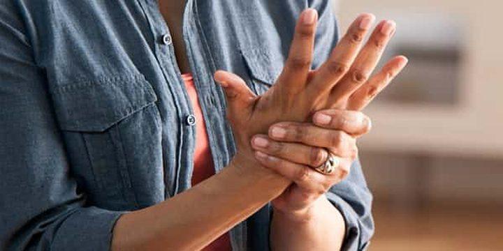 الطب البديل لعلاج الروماتويد في اليد عن طريق حبة البركة والماء