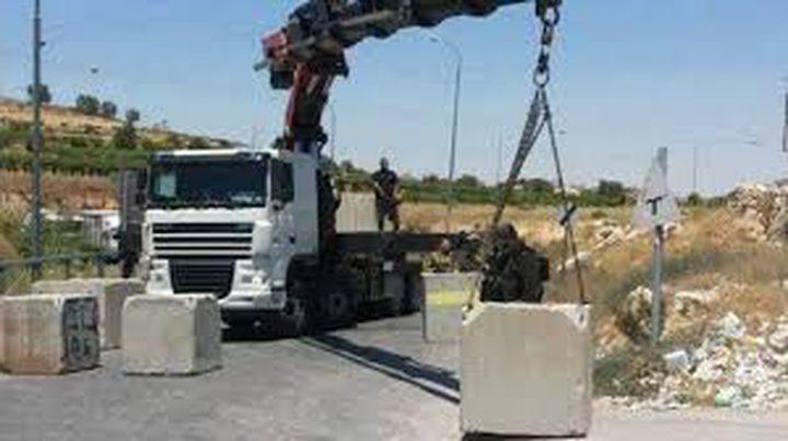 الاحتلال يغلق المدخل الرئيسي لقرية بني زيد