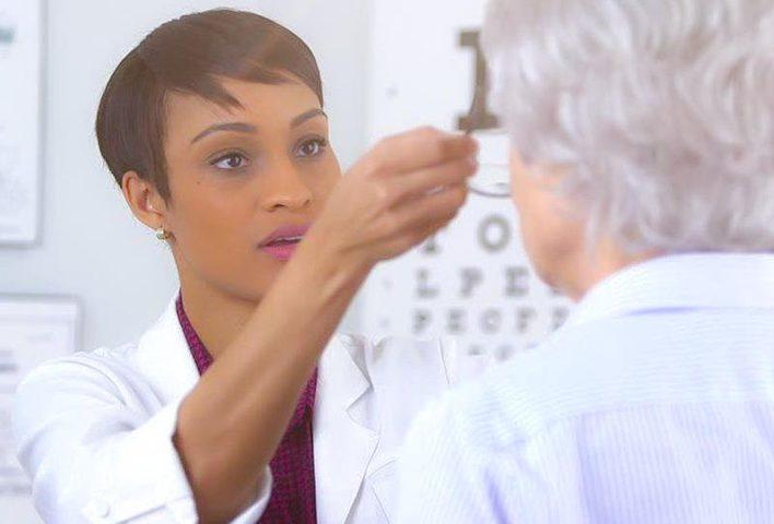 أمراض العين المرتبطة بالتقدم في السن والعلاجات