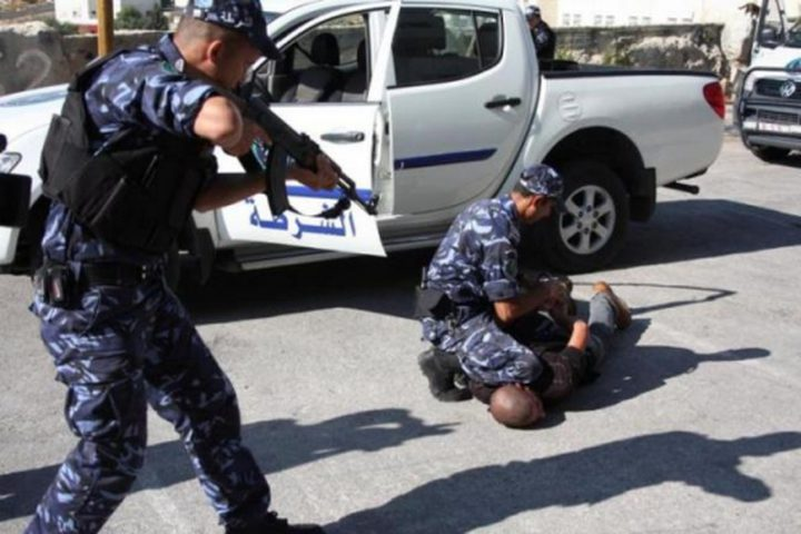 الشرطة تلقي القبض على ثلاثة أشخاص بتهمة التنقيب عن الآثار